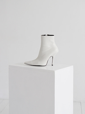 leather pointed ankle boots(white,black!)