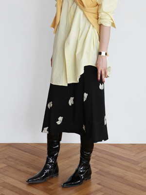 black falling flowers skirt