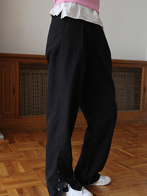 side snap button pintuck trousers