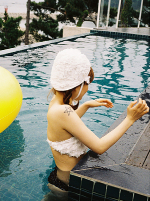 flower motif bikini+swimming cap set(white,gray 2colours!)