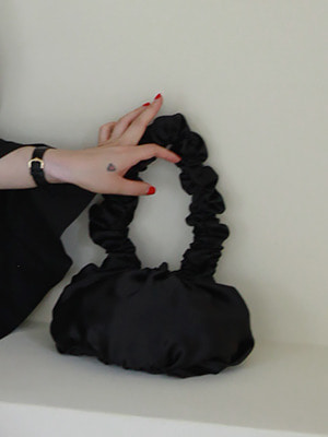 (freckle made♥)black satin dumpling bag