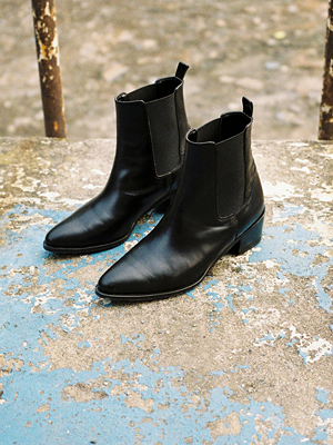 leather pointed chelsea boots